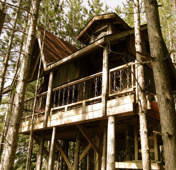 Awesome Tree Houses: Awesome Tree House Built In The Woods