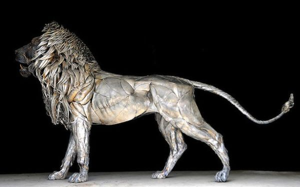 Lion metal sculpture by Selcuh Yilmaz