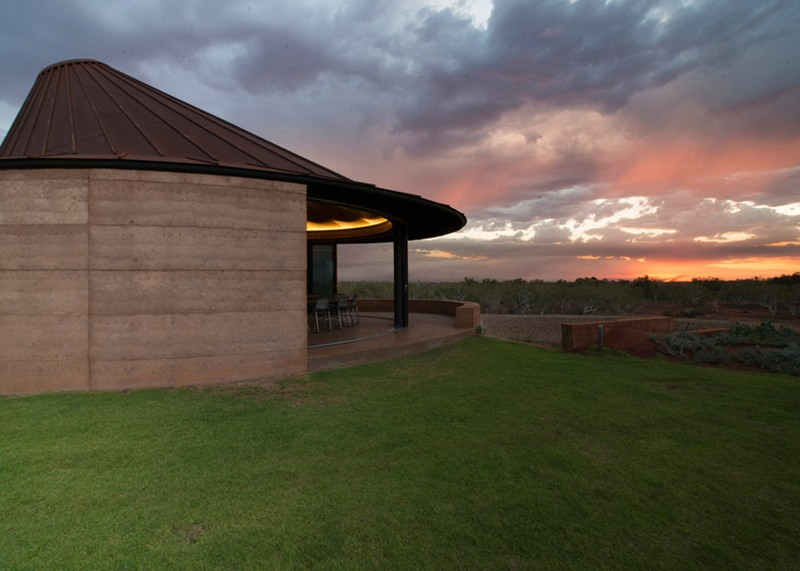 Sustainable rammed earth wall residences by Luigi Rosselli Architects  8