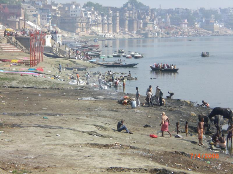 Bathing in polluted ganges