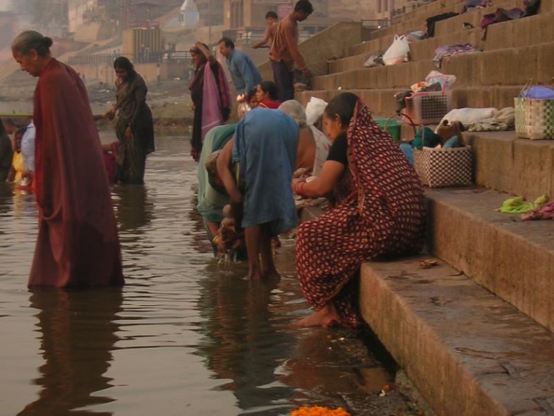 Bathing in the corpse-filled Ganges! 2