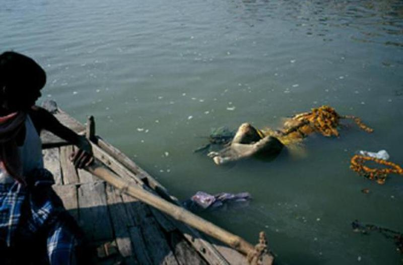 Corpses on the Ganges River, giving off an offensive rotting stench