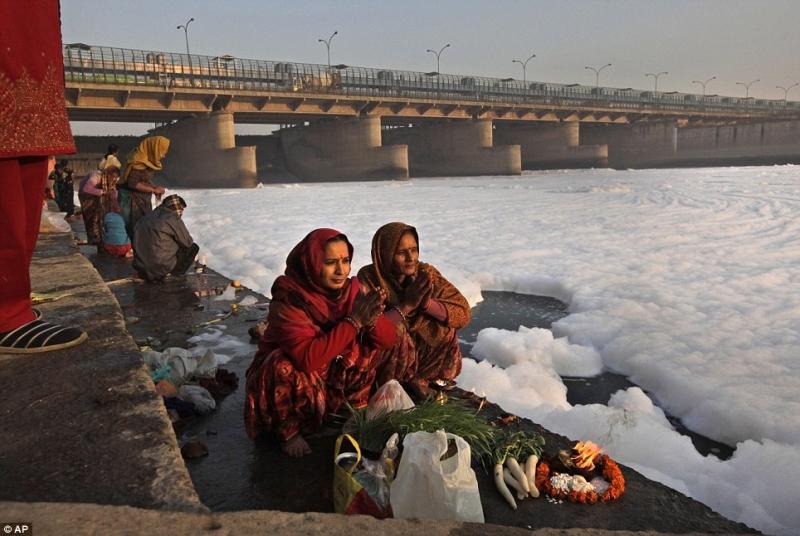 Foam In Yamuna River 2