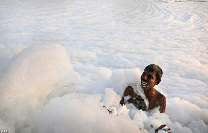 Foam In Yamuna River 6