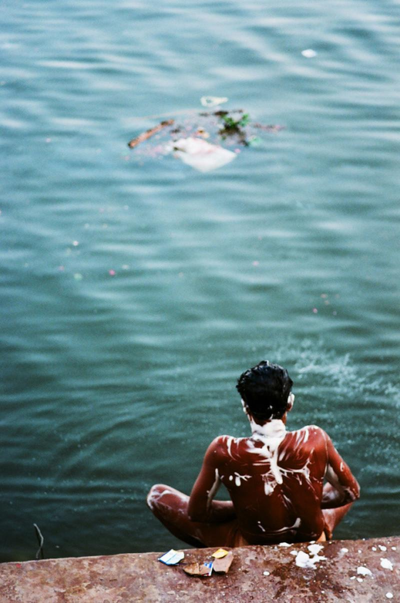 bathing with corpses in ganges
