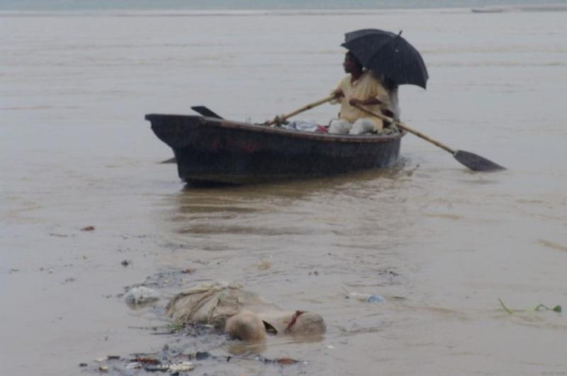 boat in polluted ganges