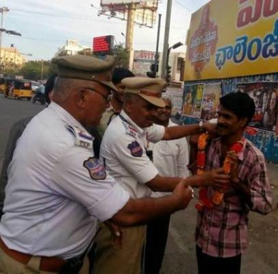 Hyderabad police garlanding people urinating in public places