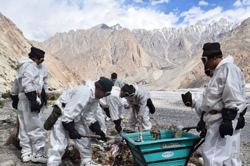 Indian Army Clears 130 tons of Garbage From Siachen Glacier, Thrives to Make it Garbage Free Soon