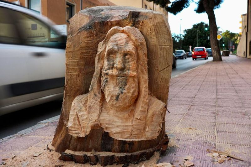 Andrea Gandini Breathes Life in Dead Tree Stumps by Turning Them into Beautiful Sculptures