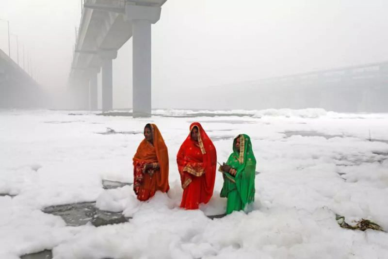 Devotees Performed Chhath Puja amidst Smog and Toxic Foam Waters of Yamuna