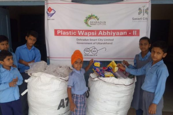 Students in Dehradun Fight Single-Use Plastic through 'Plastic Wapsi Abhiyan'