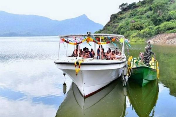 Tamil Nadu Promotes Eco-Tourism with Solar-Powered Boat in Manimuthar Dam