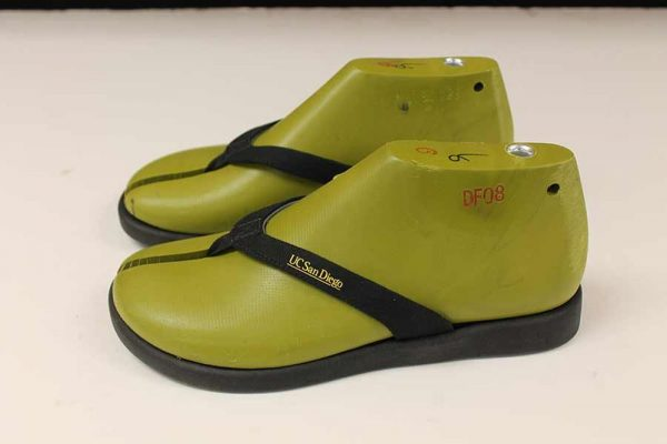 Researchers Develop Algae-Based Flip Flops That Rapidly Degrade in Compost and Soil