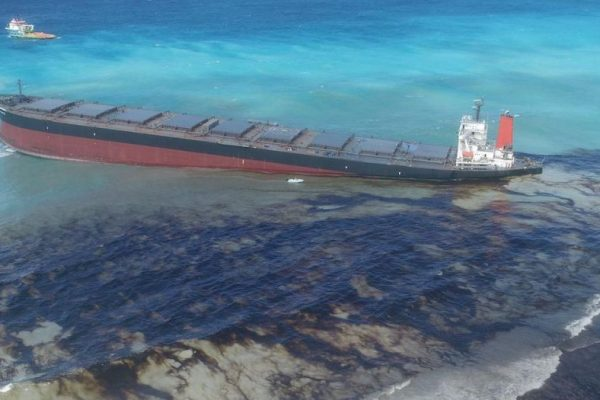 Scientists Develop Novel Methods to Clean Up Oil Spills