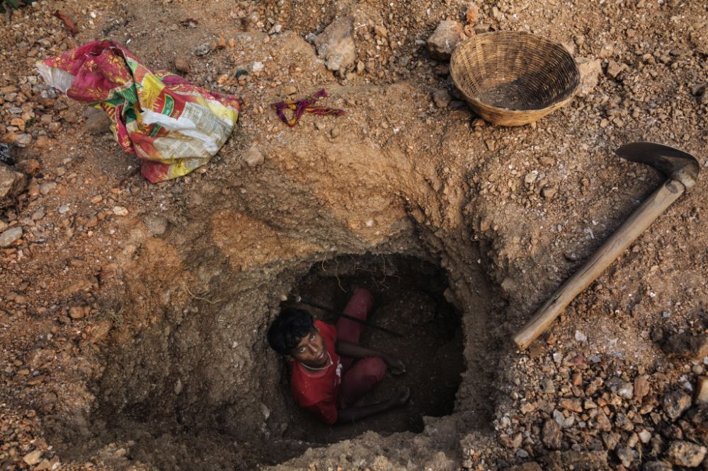 Unabated Illegal Mica Mining in Jharkhand Threatens Health and Lives of Locals