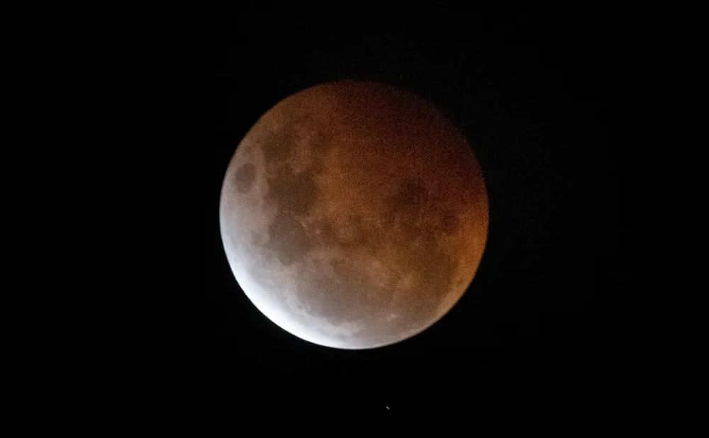 Super Blood Moon 2021 in pictures
