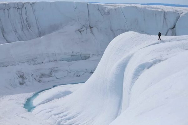 Greenland: Rain Falls on The Peak of Ice Sheet for First Time in Recorded History